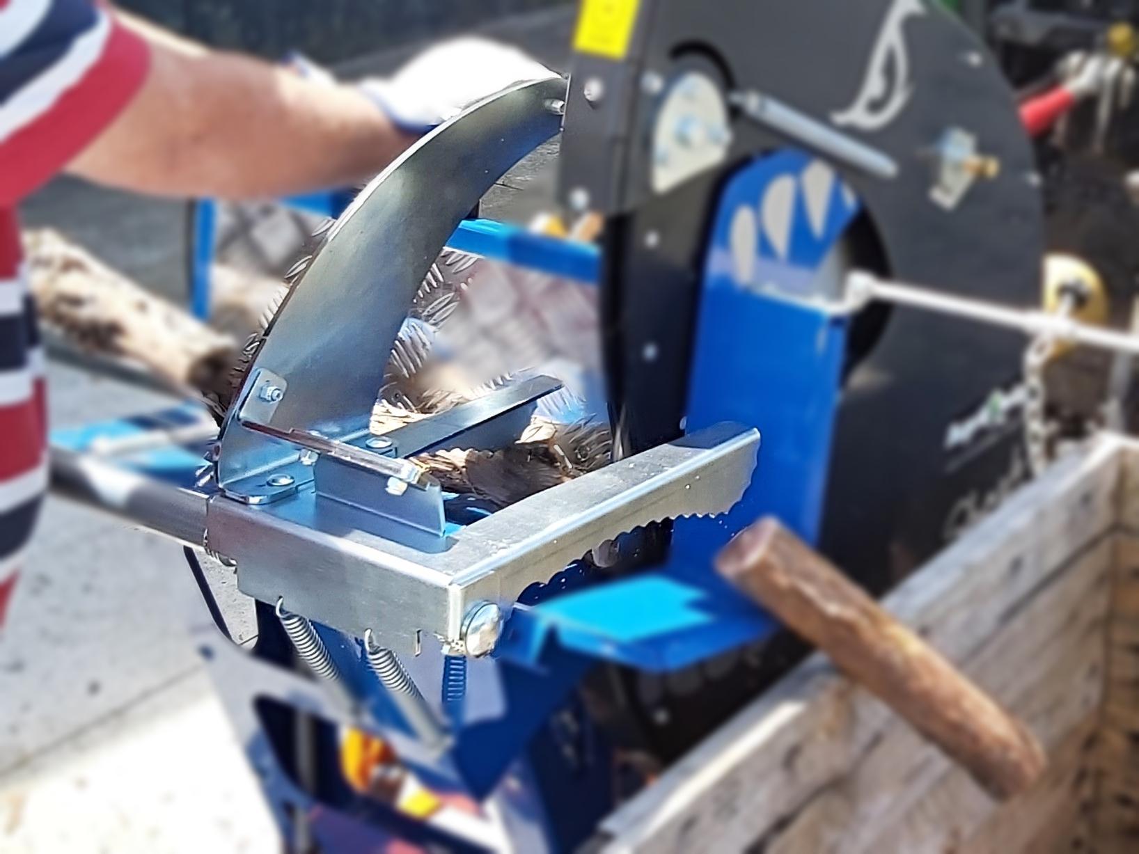 R700_Shark_Safe_Log_Holder_Clamp_Blurred